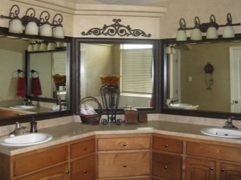 Увеличение пространства ванной при помощи зеркал