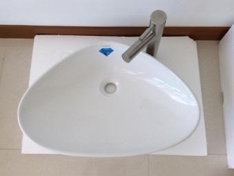 Популярные формы накладных раковин для ванной