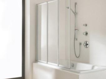 Особенности выбора пластиковых шторок для ванны