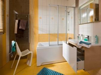 Достоинства пластиковых шторок для ванны
