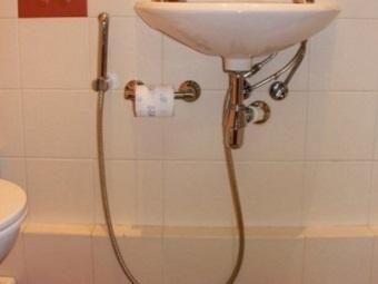 Способ подключения смесителя с гигиеническим душем