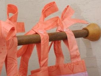 Деревянная угловая штанга для шторки в ванную