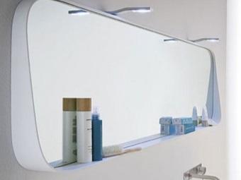Монтаж зеркала с полкой в ванной на клей