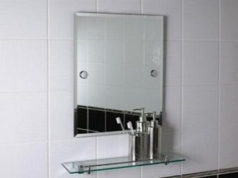 Установка зеркала с полкой в ванной на шурупы
