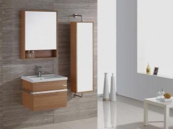 Пенал с зеркалом в ванной