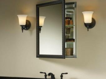 Подвесной зеркало-шкаф в ванной