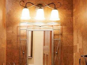 Расположение бра над зеркалом в ванной