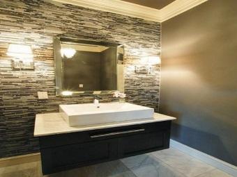 Достоинства настенных бра для ванной комнаты
