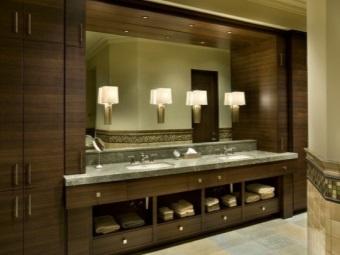 Вертикальные бра для ванной комнаты