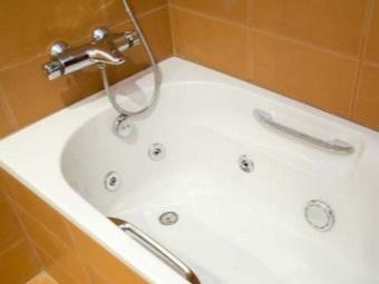 Достоинства чугунных ванн с гидромассажем