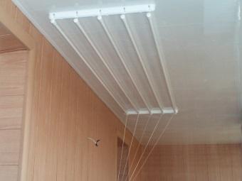 Настенно-потолочная сушилка для белья в ванную комнату