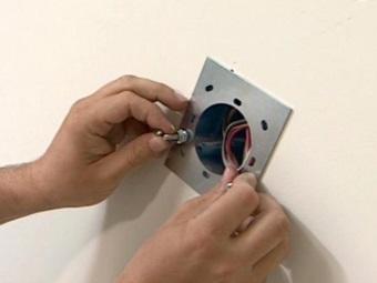 Монтаж настенных светильников в ванной