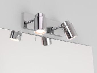 Настенные светильники в ванной с галогенлампами