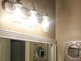 Настенные светильники в ванной с лампами накаливания