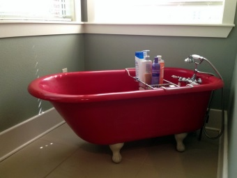 Отдельностоящая ванна на ножках