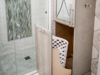 Преимущества пенала для ванной со встроенной корзиной для белья