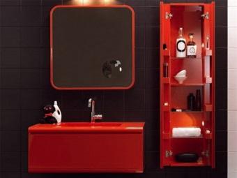 Подвесной шкаф-пенал для ванной комнаты