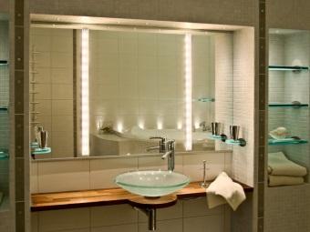 Красивые светодиодные светильники в ванной