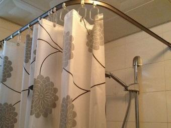 Советы по выбору угловых шторок для ванны