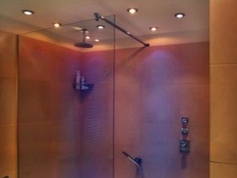 Преимущества встроенных светильников для ванной