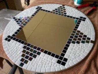 Декорирование зеркала в ванной мозаикой