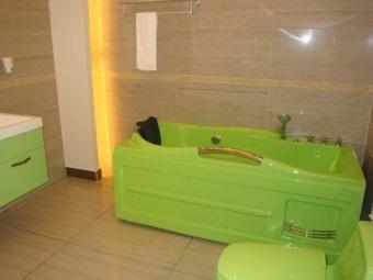 Цветная ванна из акрила