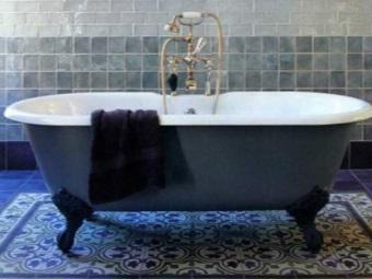 Чугунная цветная ванна