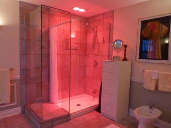 Достоинства инфракрасных обогревателей для ванной комнаты