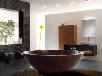 Круглая деревянная ванна