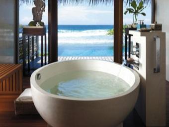 Круглая мраморная ванна