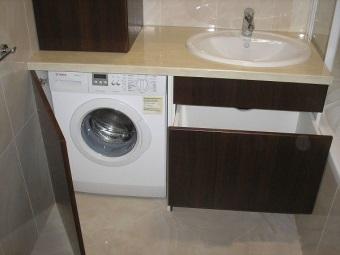 Размещение шкафа-тумбы под стиральную машинку в ванной