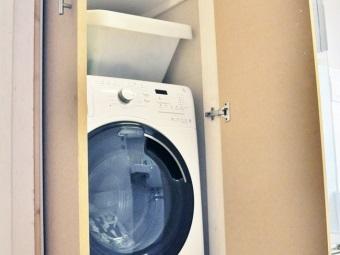 Шкаф для стиральной машины и его расположение в ванной