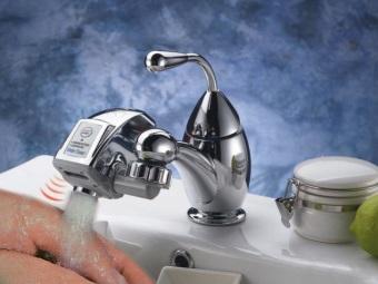 Сенсорная насадка на кран для экономии воды в ванной