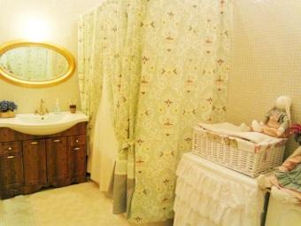 Плотные тканевые шторки для ванной