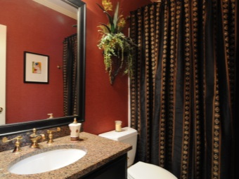 Темные тканевые шторы в ванной - уход