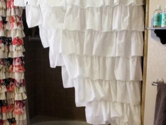 Декоративная пышная белая тканевая шторка для ванной комнаты