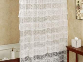 Кружевная прозрачная белая шторка в ванную комнату