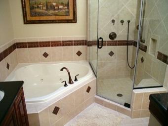 Достоинства треугольных ванн