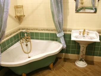 Дизайн ванной комнаты с треугольной ванной