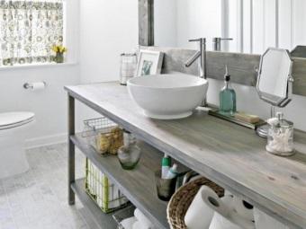 Мебель из  натурального дерева в ванной в скандинавском стиле