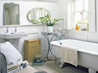 Старинные предметы ручной работы в скандинавской ванной