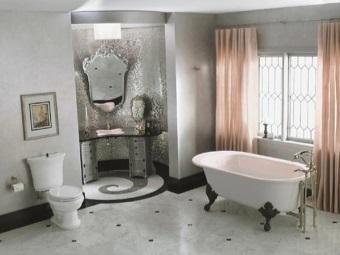Красивый интерьер ванной в стиле барокко
