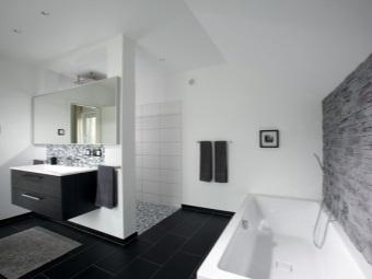 Стены ванной комнаты в хай-тек стиле отделанные керамической плиткой, штукатуркой и плиткой имитирующей камень