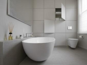 Белая ванная комната в стиле хай-тек