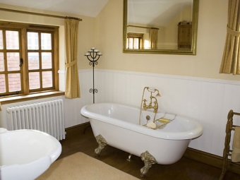 Отличительные черты ванны в ретро интерьере ванной комнаты