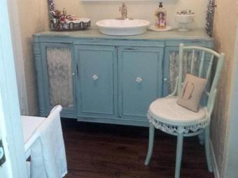 Ванная в ретро стиле с ретро мебелью