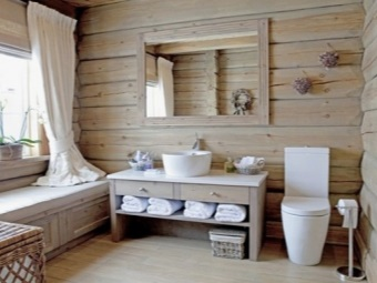 Деревянная мебель в деревянной - шале ванной комнате