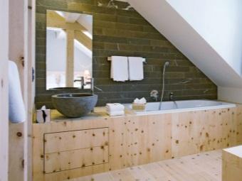 Деревянные поверхности в ванной в стиле шале