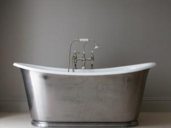 Железная чугунная ванна