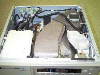 Снять верхнюю панель стиральной машины - разблокировка дверцы